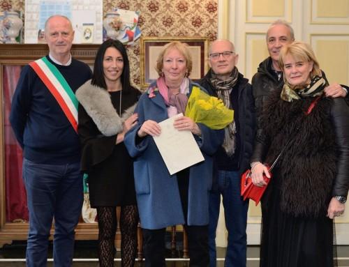 Festa per la sig.ra Cecilia, da sessant'anni in vacanza ad Alassio