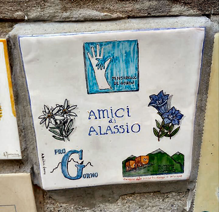Una nuova piastrella nei pressi del Muretto, per i pensionati del Comune di Gorno (Bergamo)