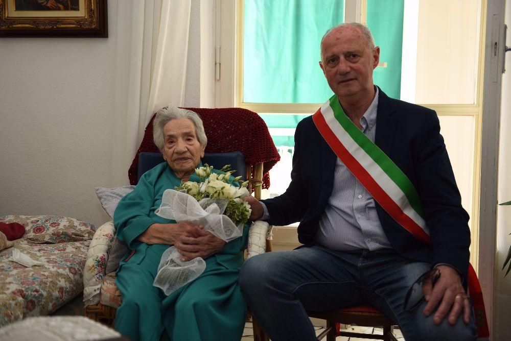 101 candeline per la signora Filomena: gli auguri del Sindaco