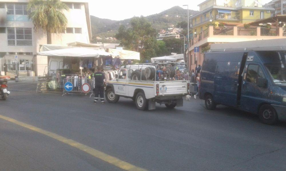Sicurezza, la Protezione Civile affianca la Polizia Municipale a presidio del mercato settimanale