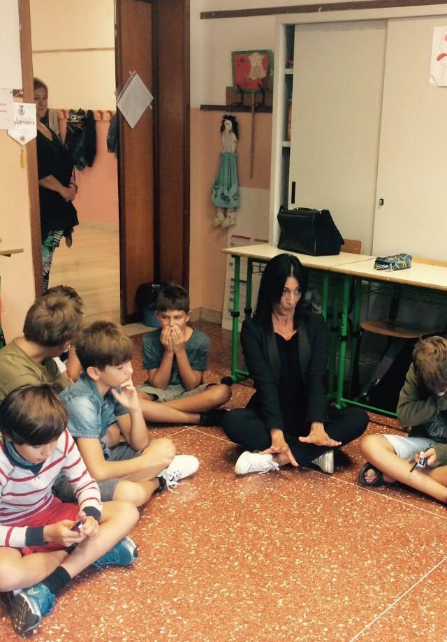 Primo giorno di scuola, l'Assessore Leone saluta gli alunni di Alassio