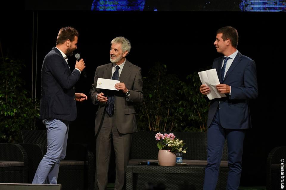"""Alassio Centolibri, consegnato il premio """"Alassio per l'Informazione Culturale"""" a Piero Bianucci"""