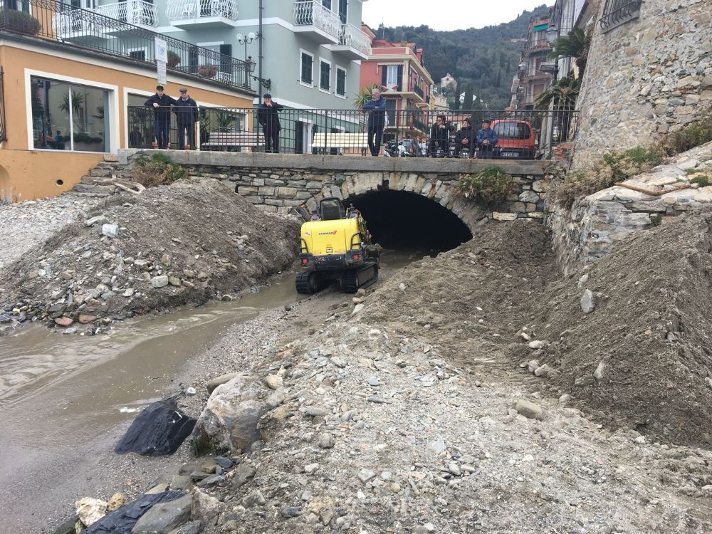 Operazione di pulizia del Rio Palmero