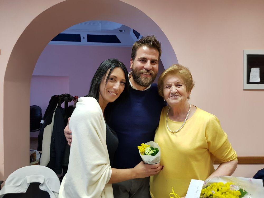 Festa della Donna, gli assessori Leone e Rossi donano mimose alle ospiti de L'Isola che c'è