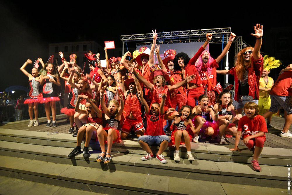 """La """"#FestadeiColoriaAlassio""""  si tinge di Rosso, come la Passione, come la Musica!"""