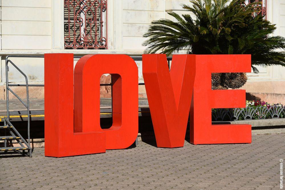 A San Valentino Alassio si sveglia sotto il segno degli innamorati