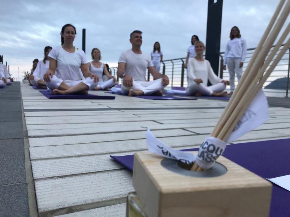 """Turismo esperienziale: la Città del Muretto lancia """"Yoga by Acqua di Alassio"""