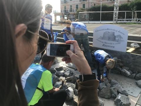 PON per la scuola: i maestri dei muretti a secco di Arnasco con gli alunni in piazza per il recupero del patrimonio storico