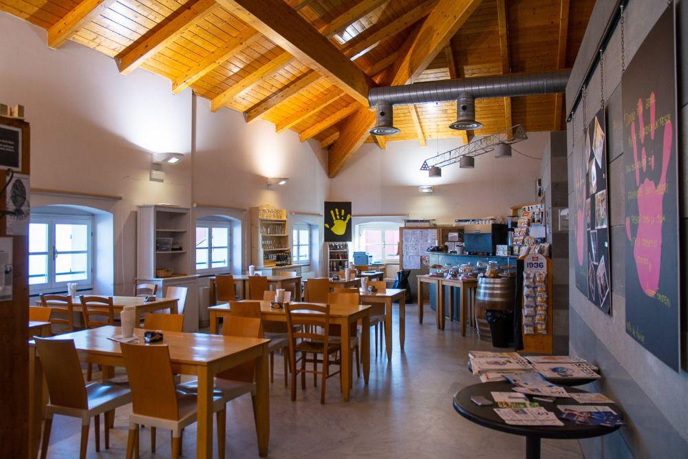 Prosegue nella caffetteria della Biblioteca Civica di Alassio il progetto Nonunomeno