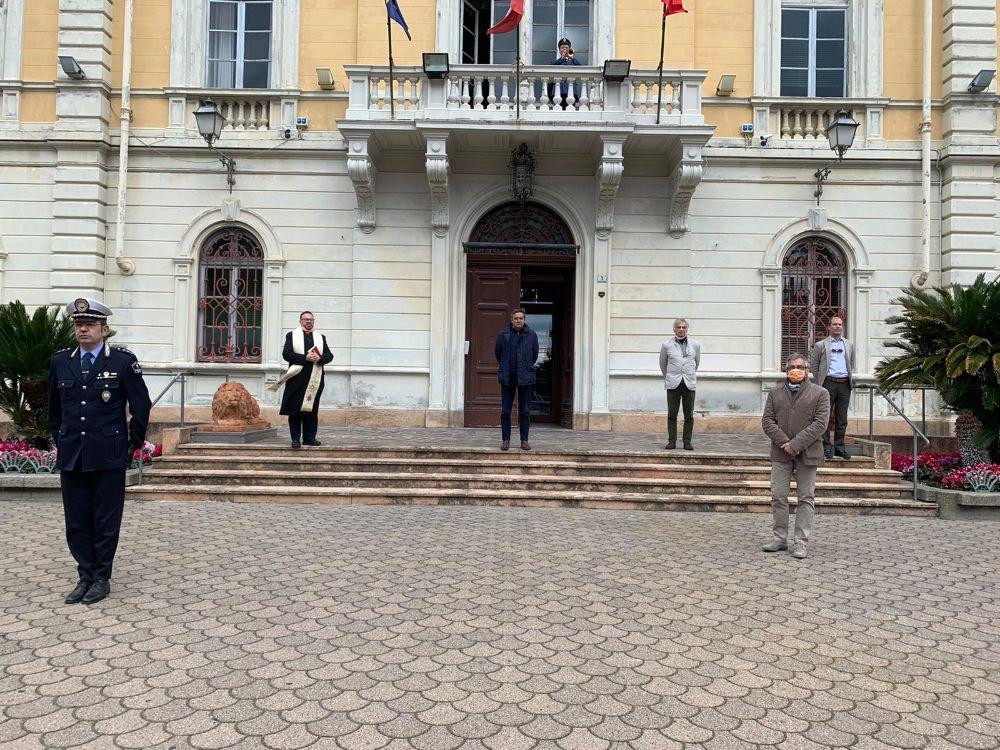 Covid-19: un minuto di silenzio per le vittime e per gli eroi
