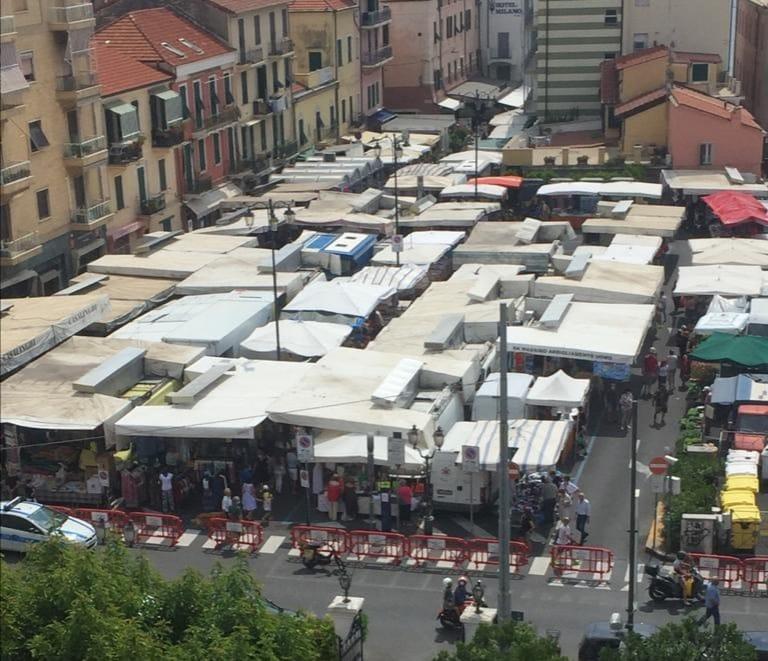 Mercato in Piazza Paccini: buona la prima